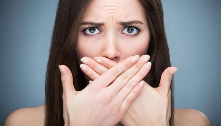 Jak se zbavit nepříjemného zápachu z úst