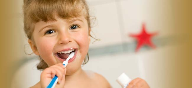 8 NEJ přírodních prostředků pro zdravé zuby