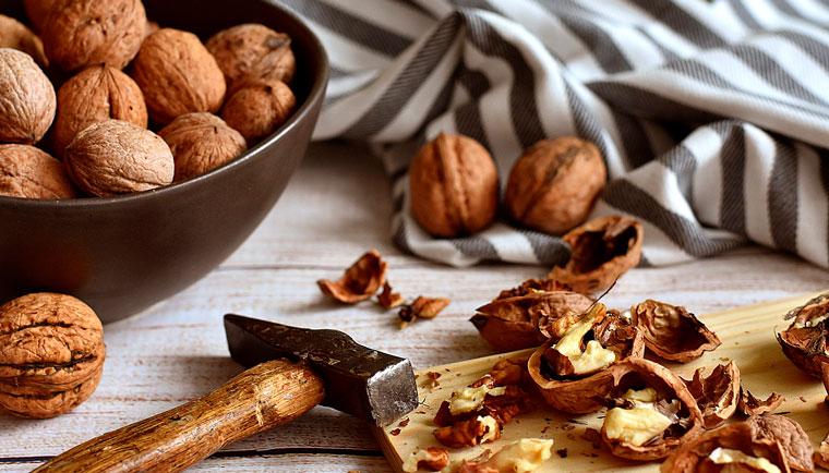 Chcete žít déle a zdravěji? Dopřejte si hrst ořechů každý den, jako prevenci před nemocemi