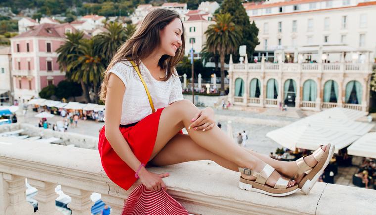 Trápí vás suché paty? Jak na krásné nohy do sandálků
