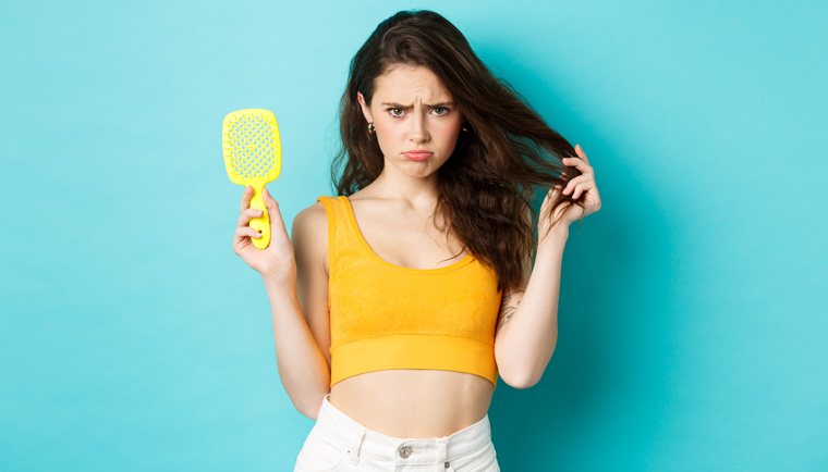 Trápí vás vypadávání vlasů? Zjistěte, co může být příčinou a jak to zastavit