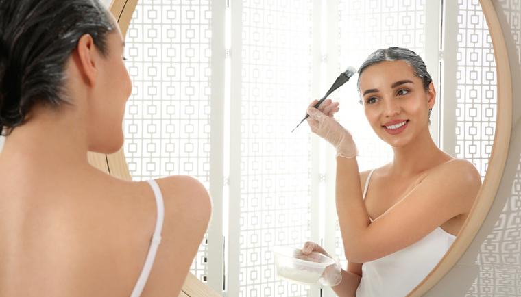 Zregenerujte vaše zničené vlasy pomocí zábalů a peelingu