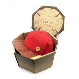 Čepice classic červená BIO látka + kšilt aromatic cedr dřevo - velikost S/M